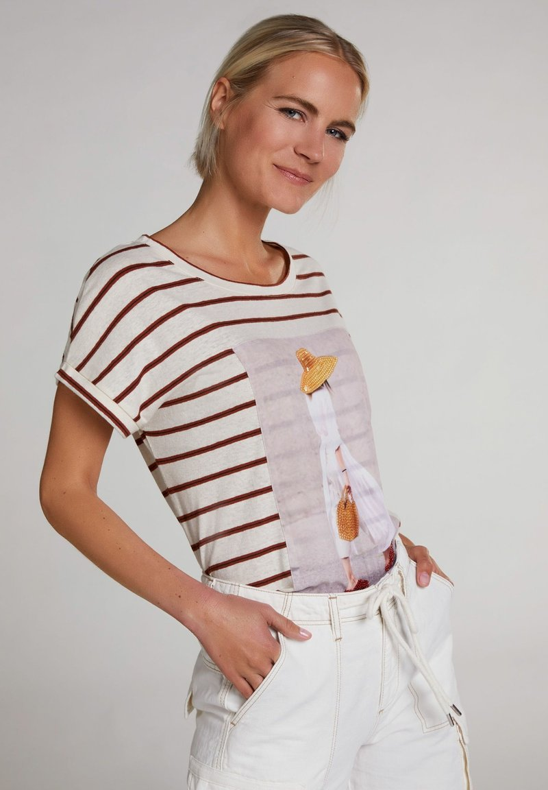 Oui - T-SHIRT IN LEGÉREN SCHNITT - Print T-shirt - offwhite brown