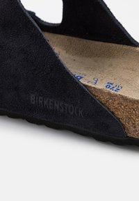 Birkenstock - ARIZONA SOFT FOOTBED UNISEX - Slippers - midnight - 5