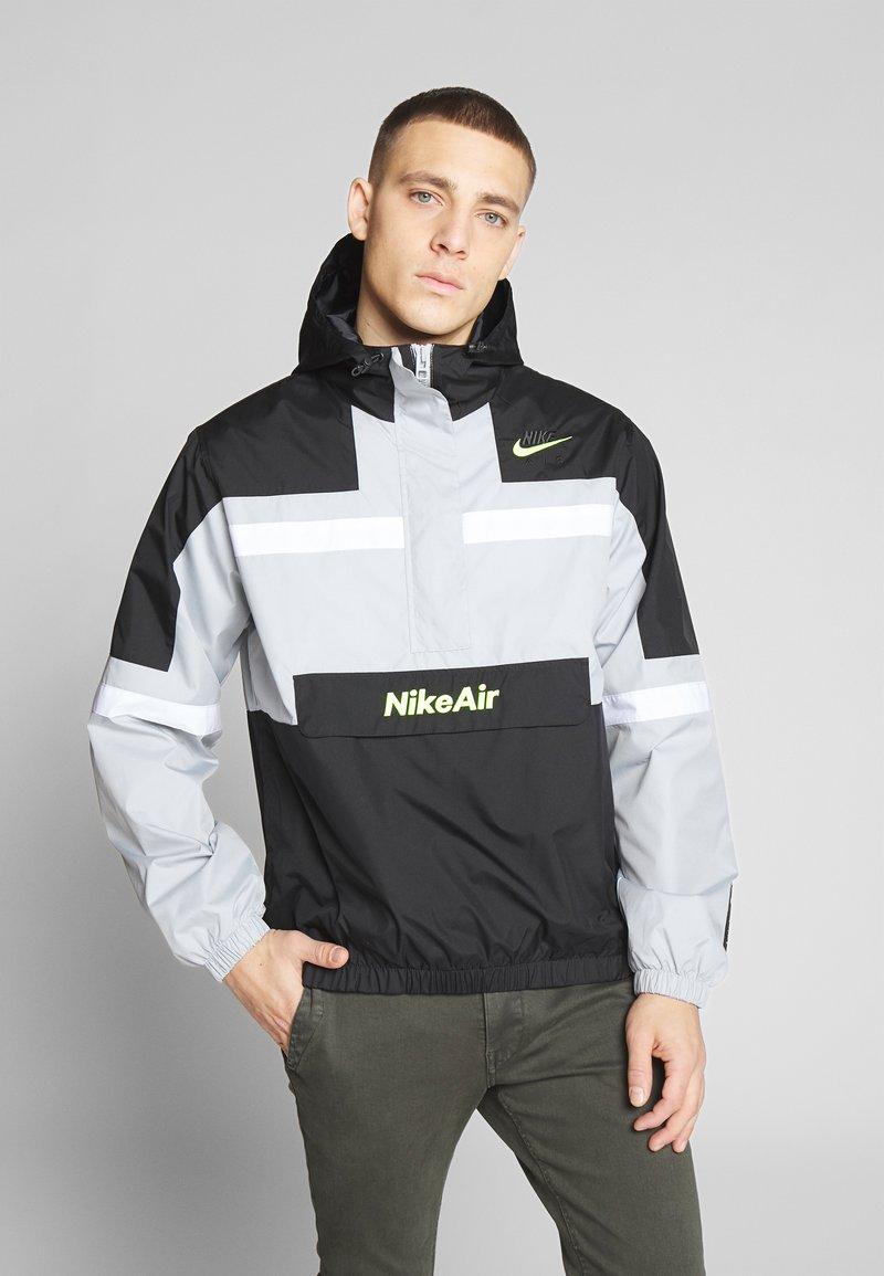 Nike Sportswear - M NSW NIKE AIR JKT WVN - Veste coupe-vent - smoke grey/black/white