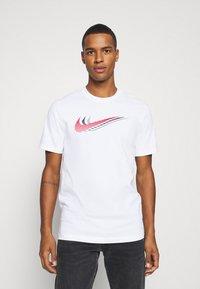 Nike Sportswear - TEE - Camiseta estampada - white - 0