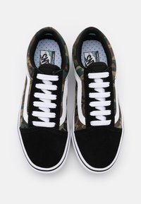 Vans - COMFYCUSH OLD SKOOL - Trainers - black/true white - 3