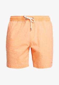 TAXER WS - Shorts - nectarine