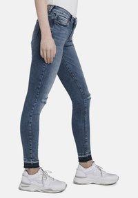 TOM TAILOR DENIM - MIT RISSEN - Jeans Skinny Fit - blue denim - 3