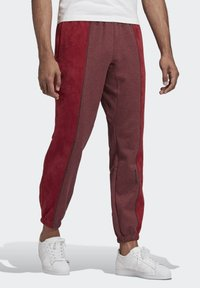 adidas Originals - R.Y.V. SWEAT JOGGERS - Tracksuit bottoms - red - 3
