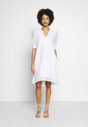 DEBBYIW DRESS - Denní šaty - pure white