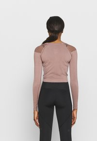 ONLY Play - ONPJABRIL SHORT - Long sleeved top - deep taupe - 2