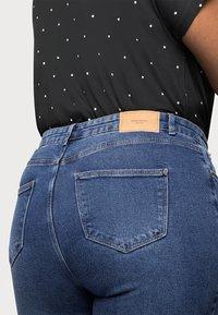 Vero Moda Curve - VMJOANA MOM - Jeans relaxed fit - medium blue - 4