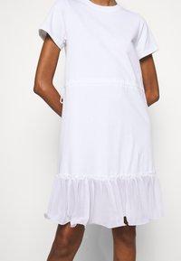 See by Chloé - Žerzejové šaty - white powder - 5