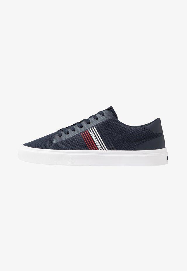 LIGHTWEIGHT STRIPES - Sneakers basse - blue
