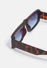 Jeepers Peepers - UNISEX - Sluneční brýle - brown - 2