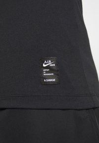 Nike Performance - M NK DRY TEE LS A.I.R. A SAVAG - T-shirt de sport - black - 8