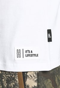 Hoodrich - DRIP - Print T-shirt - white/yellow - 5
