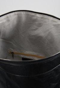 Pier One - UNISEX - Weekend bag - black - 4