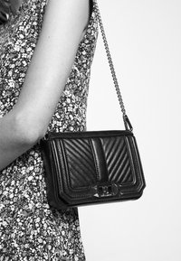 Rebecca Minkoff - CHEVRON QUILTED MINI LOVE SHOULDER - Across body bag - black - 1
