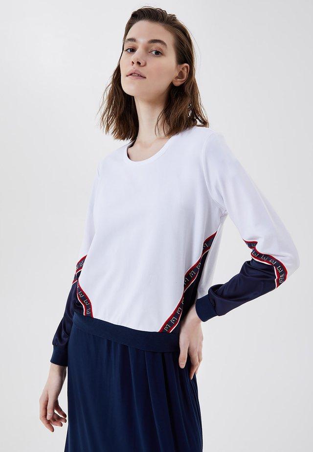 Sweater - white blue