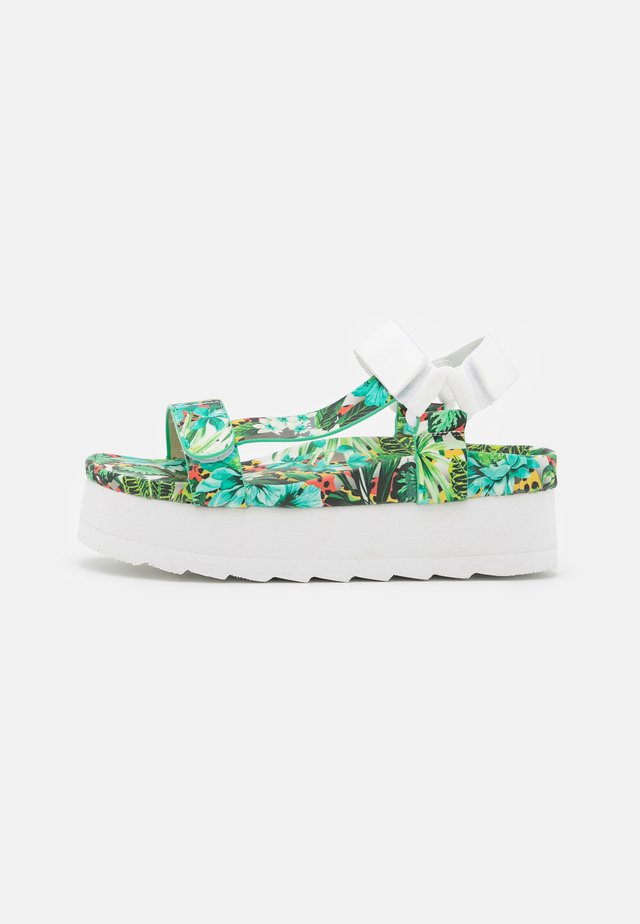 BES WITH PRINTED UPPER - Sandalen met plateauzool - green/white
