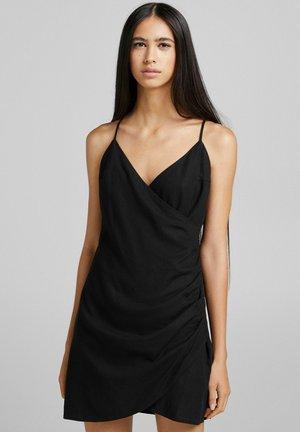 UND AUSSCHNITT IN WICKELOPTIK  - Day dress - black