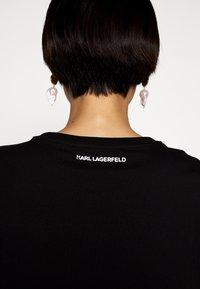 KARL LAGERFELD - IKONIK POCKET - T-shirt z nadrukiem - black - 4
