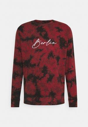 TIE DYE CREW NECK UNISEX - Sweatshirt - red/black