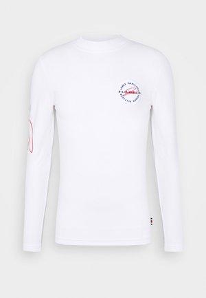 LEWIS HAMILTON UNISEX MOCK NECK LOGO TEE  - T-shirt z nadrukiem - white