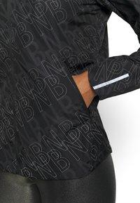 New Balance - ACCELERATE PROTECT JACKET REFLECTIVE - Chaqueta de deporte - black/silver - 5