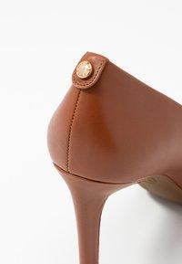 MICHAEL Michael Kors - DOROTHY FLEX - Classic heels - luggage - 2