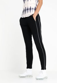 Nike Performance - Teplákové kalhoty - black/white/white - 0