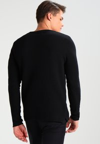 Only & Sons - ONSDAN STRUCTURE CREW NECK  - Stickad tröja - black - 2
