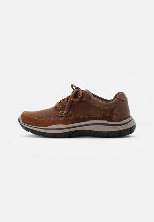 EXPECTED RAYMER - Suvarstomi - dark brown leather