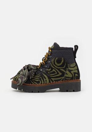 OLIVINE - Šněrovací kotníkové boty - green