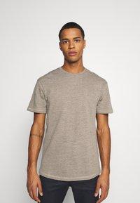 Jack & Jones - JORDARKNESS TEE CREW NECK - T-shirt basic - crockery - 0