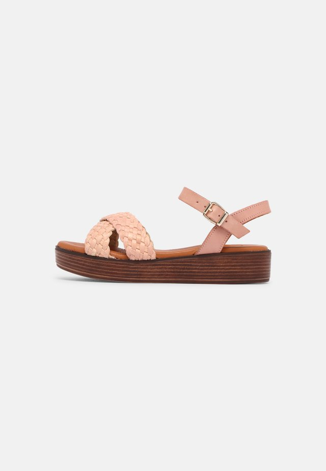 Sandalen met plateauzool - rosa