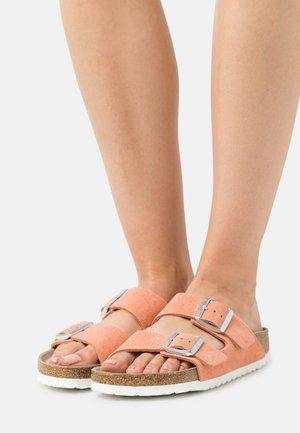 ARIZONA - Domácí obuv - coral peach