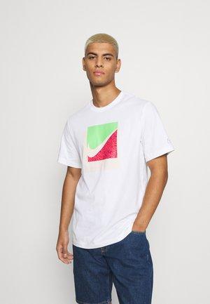TEE BRANDRIFF BOX - T-shirt med print - white