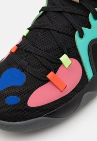 adidas Performance - HARDEN STEPBACK 2 UNISEX - Basketbalové boty - core black/yellow/active mint - 5