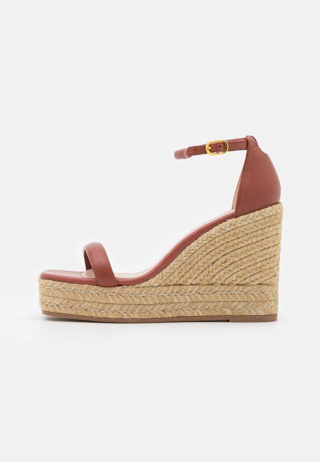 NUDIST WEDGE - Platform sandals - cardamom