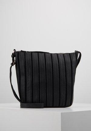 BEAT - Across body bag - black