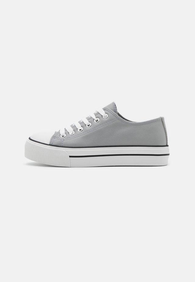 IVANA TRAINER - Baskets basses - grey
