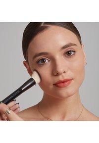Nyx Professional Makeup - TOTAL CONTROL PRO DROP FOUNDATION - Foundation - medium olive - 3