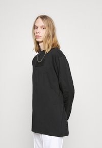 Karl Kani - UNISEX SMALL SIGNATURE BOX CREW - T-shirt à manches longues - black - 3