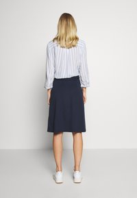 King Louie - AVA SKIRT MILANO CREPE - A-line skjørt - dark navy - 2
