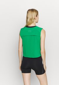 Nike Performance - RUN TANK PLEATED - Camiseta de deporte - lucky green/black - 2