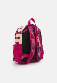 Nike Sportswear - BRASILIA UNISEX - Batoh - fireberry/crimson tint - 1