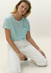 Massimo Dutti - Basic T-shirt - light blue - 3