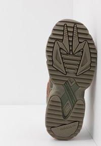 adidas Originals - YUNG-96 CHASM TRAIL - Sneakers - raw khaki/solar red - 4