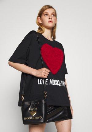 TOP HANDLE HEART LOGO BUCKET BAG - Handbag - nero