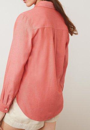 CASUAL BOYFRIEND  - Button-down blouse - red