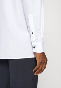 OLYMP Luxor - LUXOR MODERN FIT - Camicia - white - 4