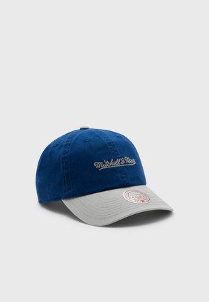 BRANDED CHAIN STITCH STRAPBACK - Cap - royal/grey