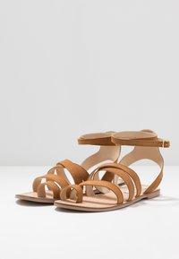 Steve Madden - FUEGO - Sandály s odděleným palcem - cognac - 2